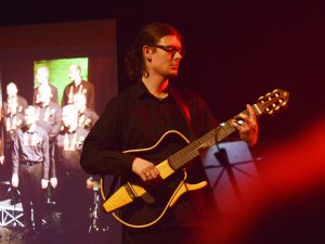Jesse Carnduff, Gitarre und Bass